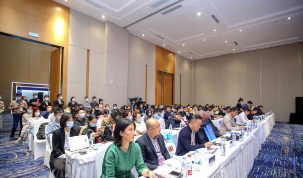 首届中国酒类食品包装创新论坛在第104届全国糖酒会上举办