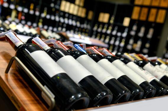 欧盟与美国暂停6个月烈酒关税