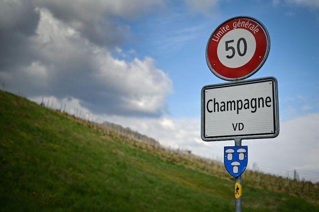 """瑞士""""香槟""""小村失去名字"""