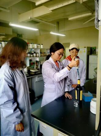西农葡萄酒学院创制中国首款玻尿酸葡萄酒