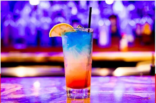 这个夏天,最适合喝酒调情啊!