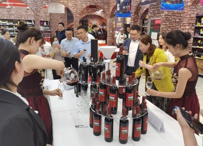 """上海苏宁家乐福金桥店举行""""倾国倾城,茅台国红""""葡萄酒品鉴会"""