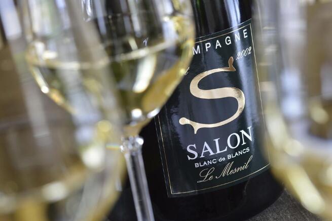 """与2020年同期相比,""""香槟50""""指数上涨11.4%"""