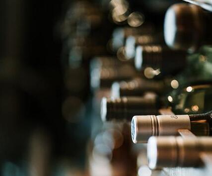最新研究表明:越来越多女性和年轻消费者进入优质葡萄酒收藏领域