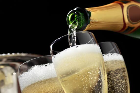 2028年全球葡萄酒市场销量将达到6859.9亿美元,整体趋势向好