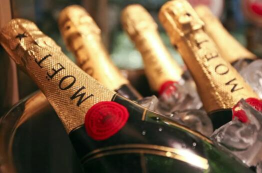 酩悦香槟将在酒瓶上标注Sparkling Wine字样,符合俄罗斯最新法律要求