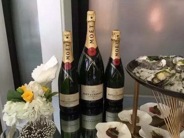 """俄罗斯出台香槟最新法规,引发LVMH""""断供威胁""""和欧盟委员会反对"""