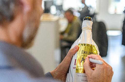 """中国橡木桶陈酿干白葡萄酒荣获Decanter世界葡萄酒大赛""""白金奖"""""""