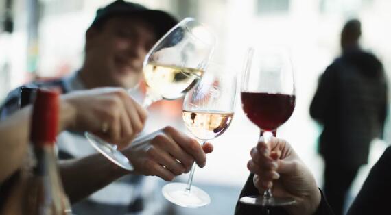 """中国葡萄酒大群举行""""触底反弹?葡萄酒市场变化与新趋势!""""论坛会议"""