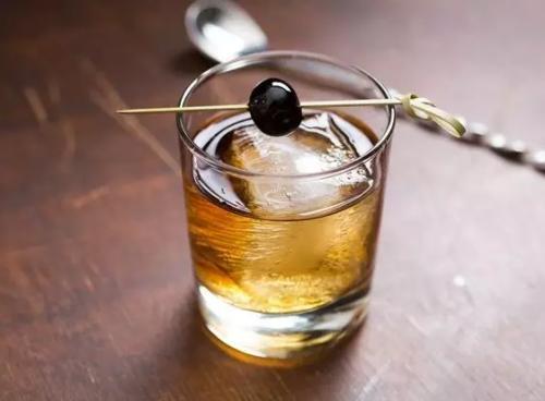 喝多酒后口干舌燥的原因是什么呢