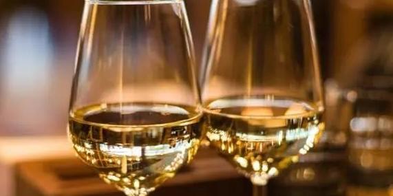 """全球葡萄酒消费量""""三连降"""""""