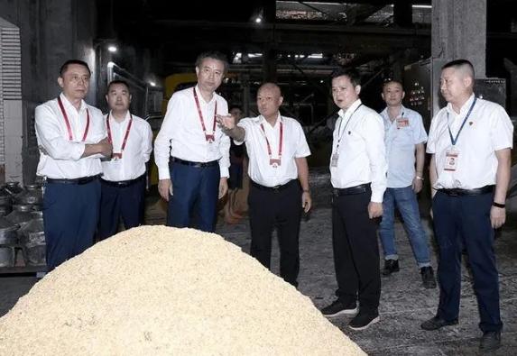 五粮液集团董事长开展假后工作检查