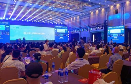 雷盛红酒成为创新中国企业家高峰论坛赞助用酒