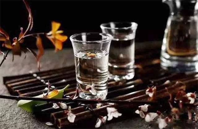 浓香型白酒与清香型白酒有什么区别呢