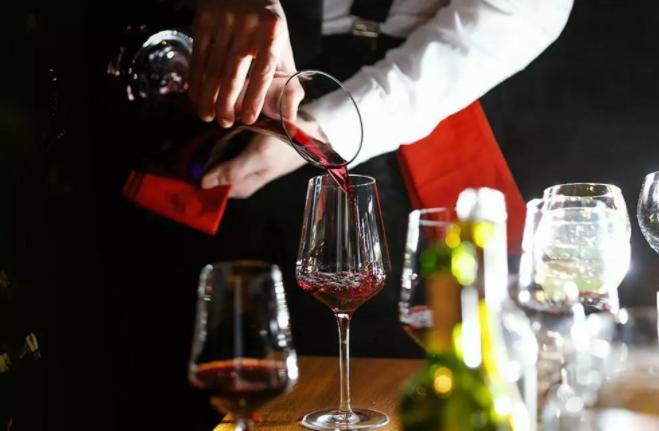 商务人士必备葡萄酒礼仪有哪些?